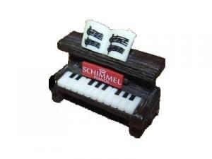 Cute shimmel piano